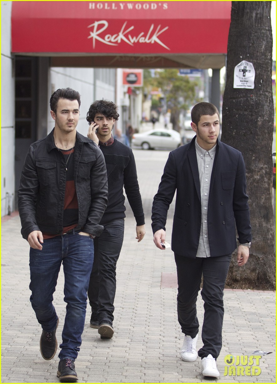 jonas brothers guitar center 19