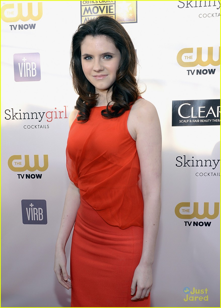 kara hayward golden globes 04