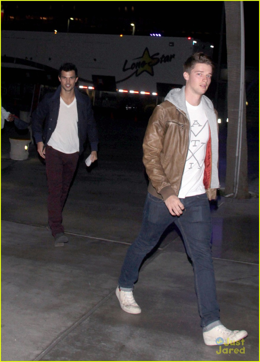 taylor lautner clippers game 05