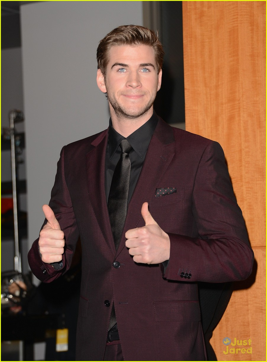 liam hemsworth josh hutcherson pcas 2013 05
