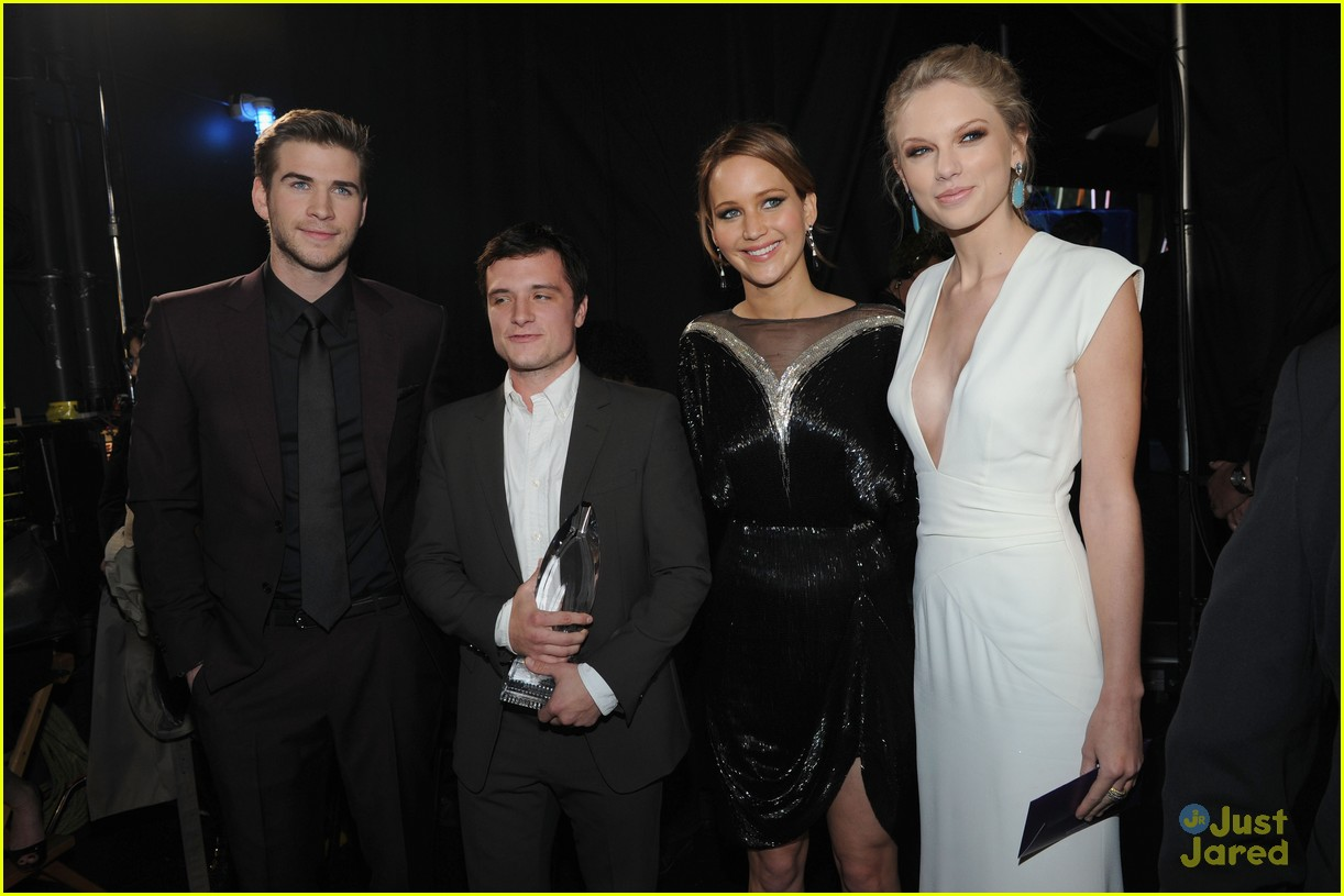 liam hemsworth josh hutcherson pcas 2013 17