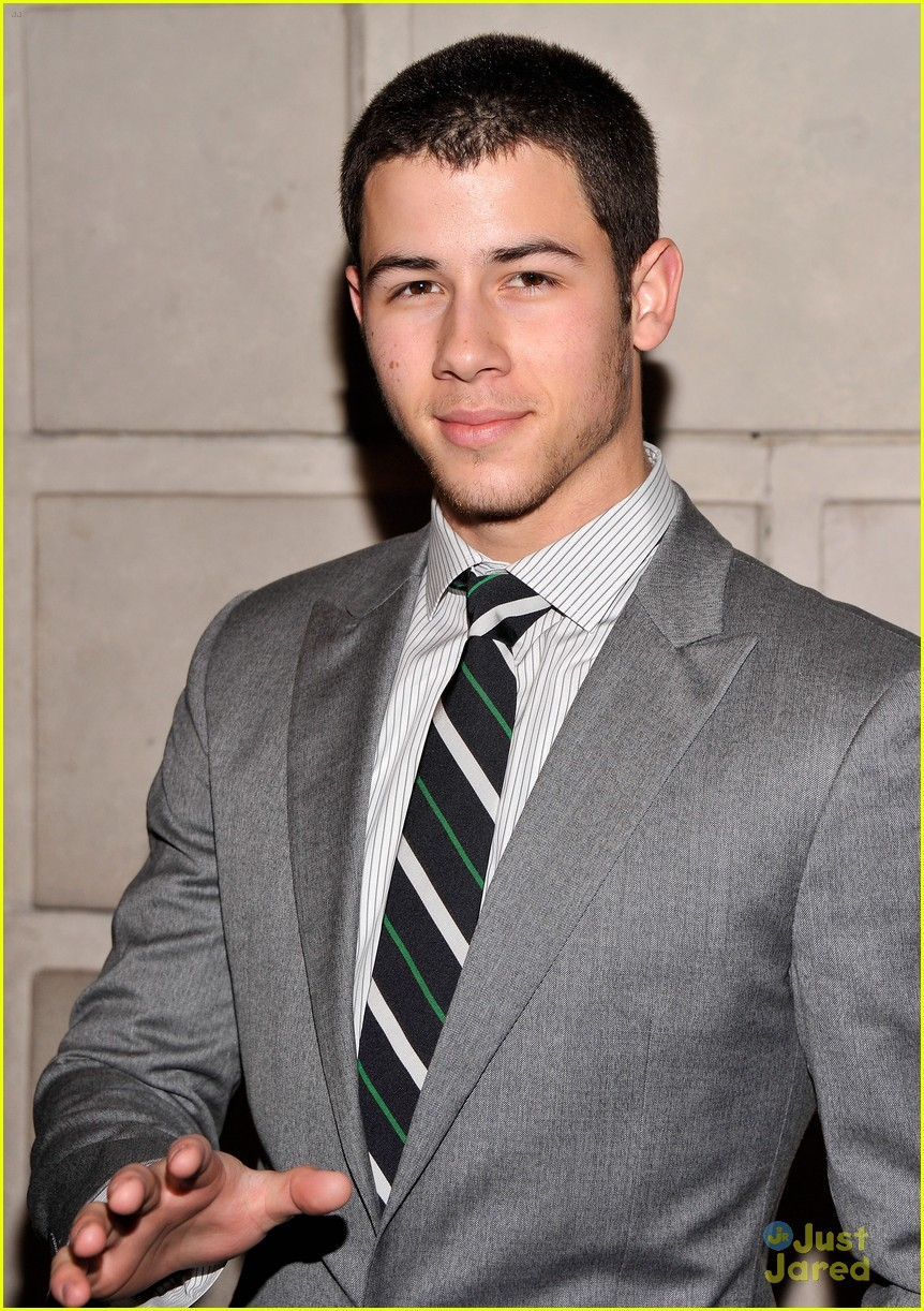 nick jonas cat roof premiere 01