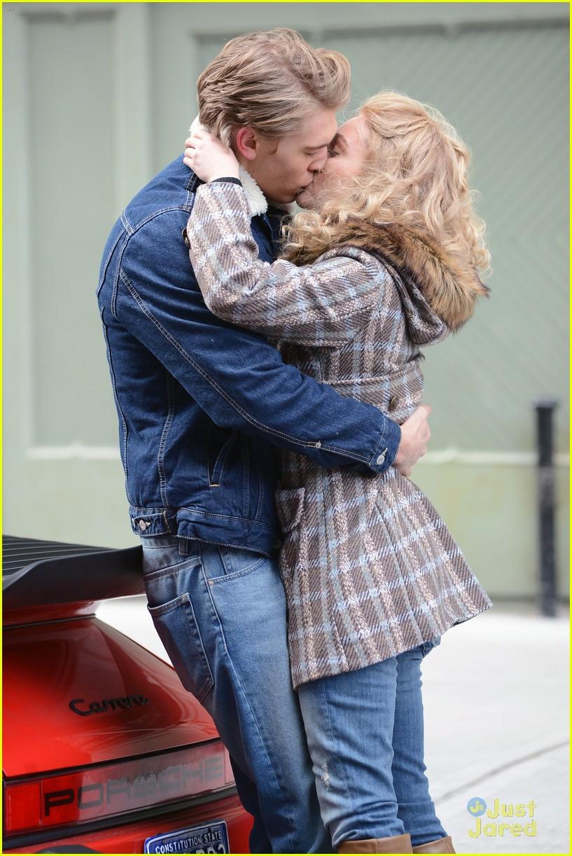 annasophia robb austin butler carrie kissing 08