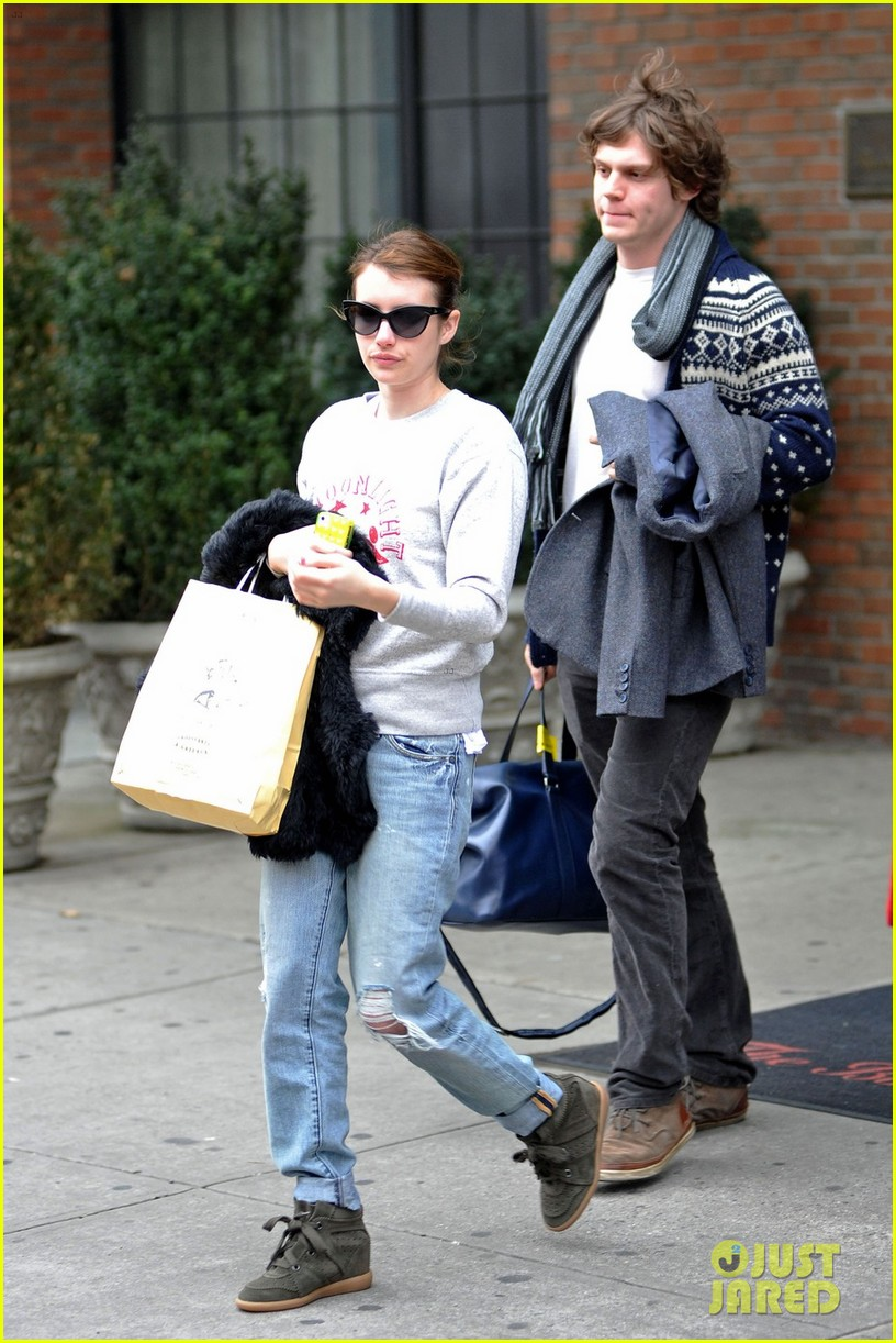 emma roberts evan peters nyc couple 02