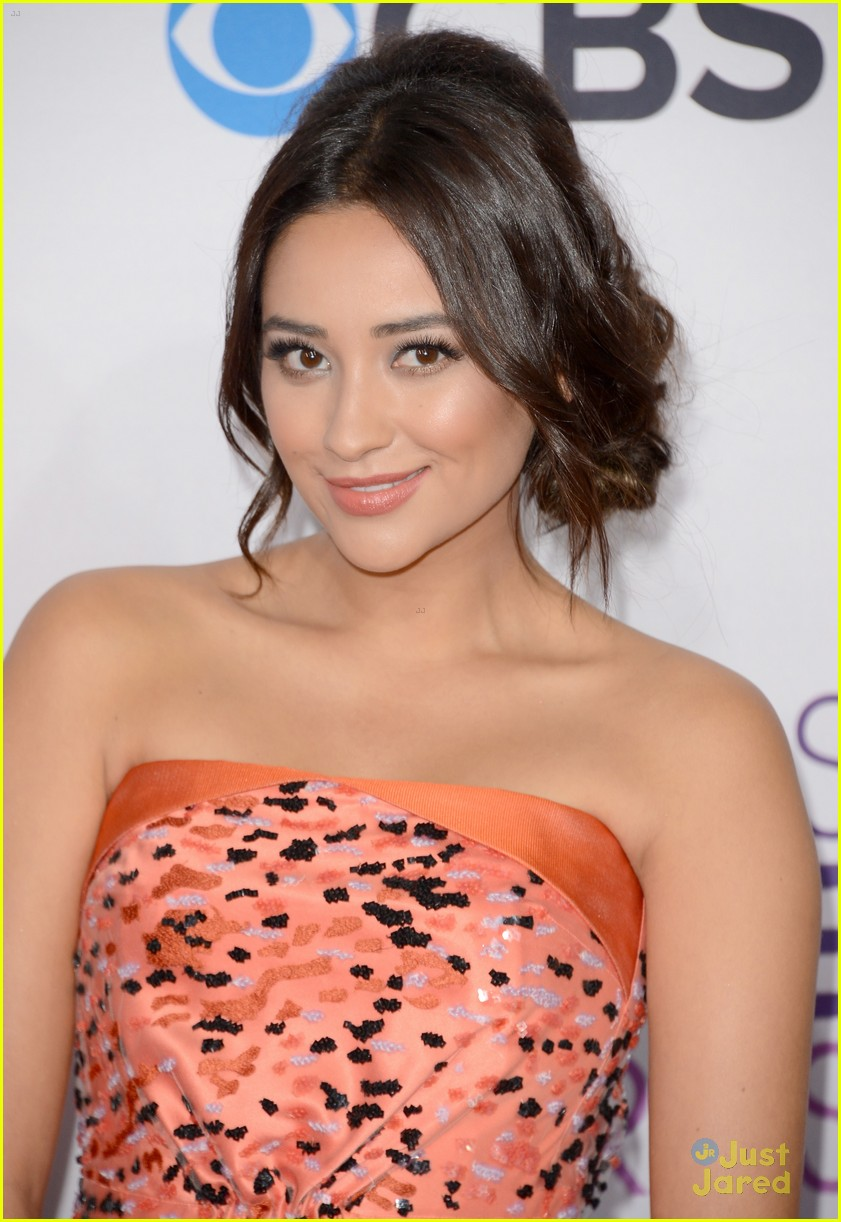 shay mitchell pcas 2013 03