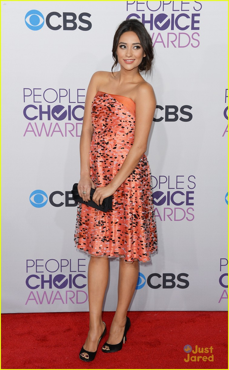 shay mitchell pcas 2013 04
