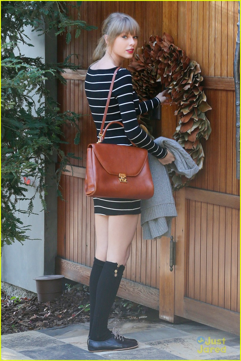 taylor swift stripes sweater 06