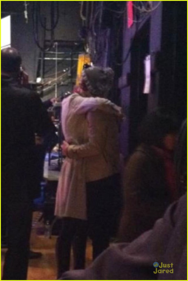 taylor swift harry styles kiss at midnight on new years eve pics 02