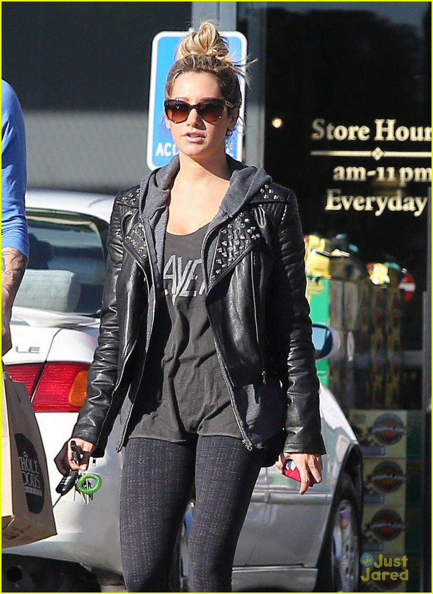 ashley tisdale chris french whole foods 07