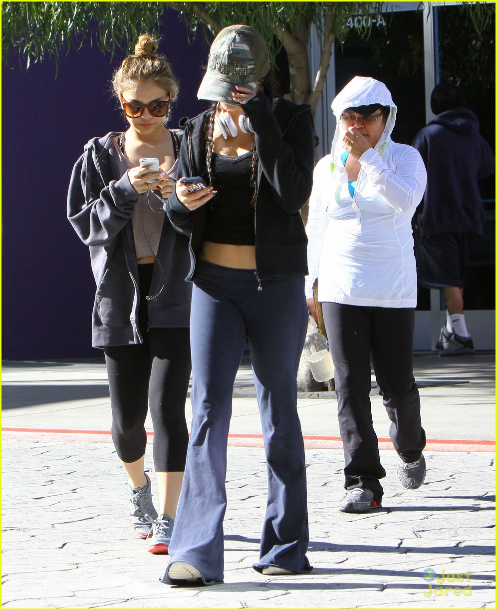 vanessa hudgens austin butler workout leave 05