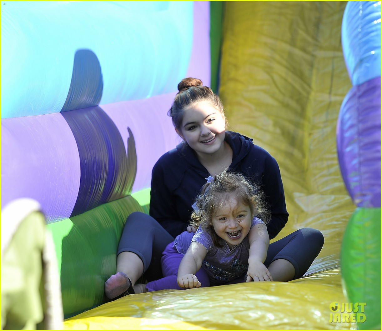 ariel winter famers market fun 03