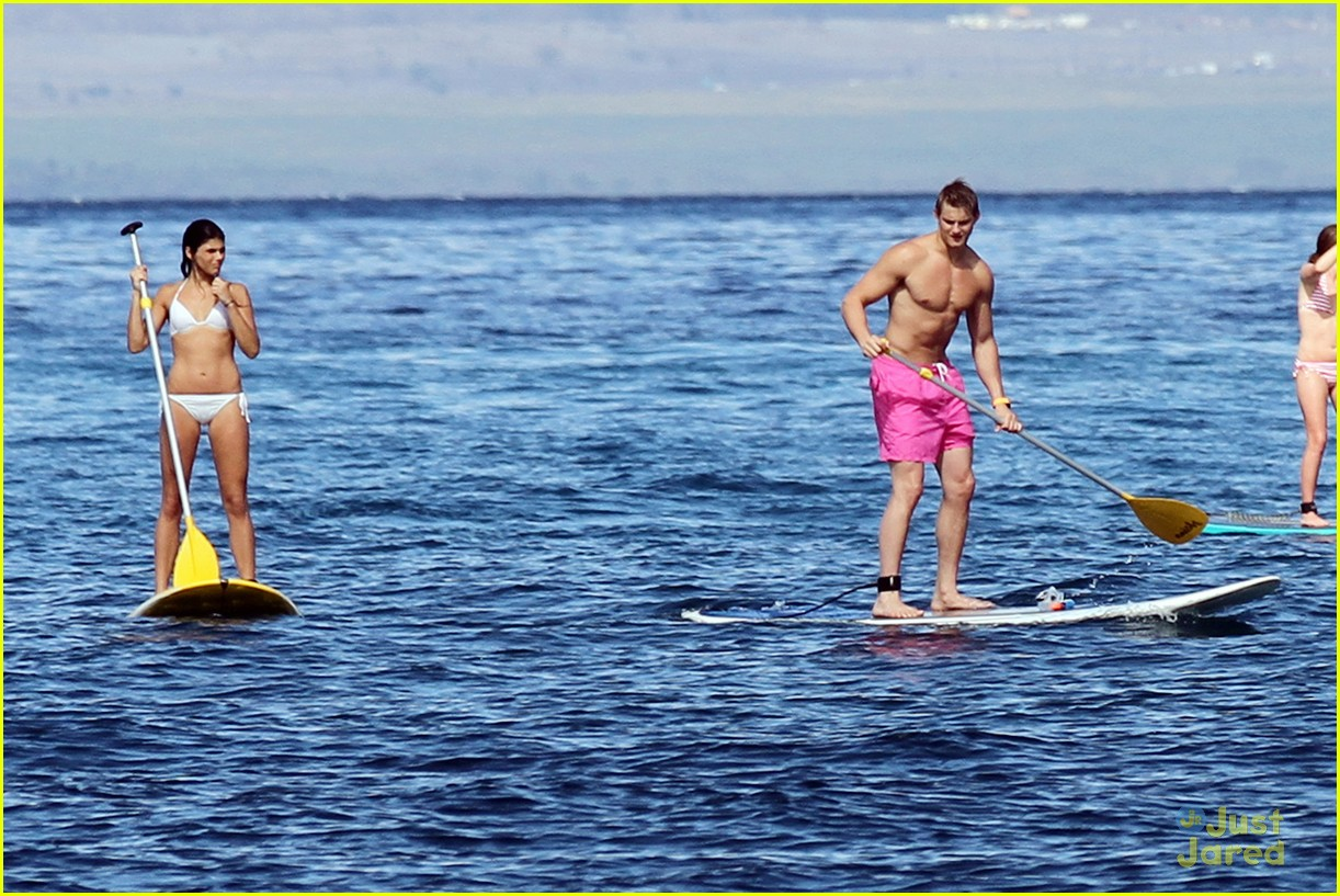 alexander ludwig shirtless six pack in hawaii 09
