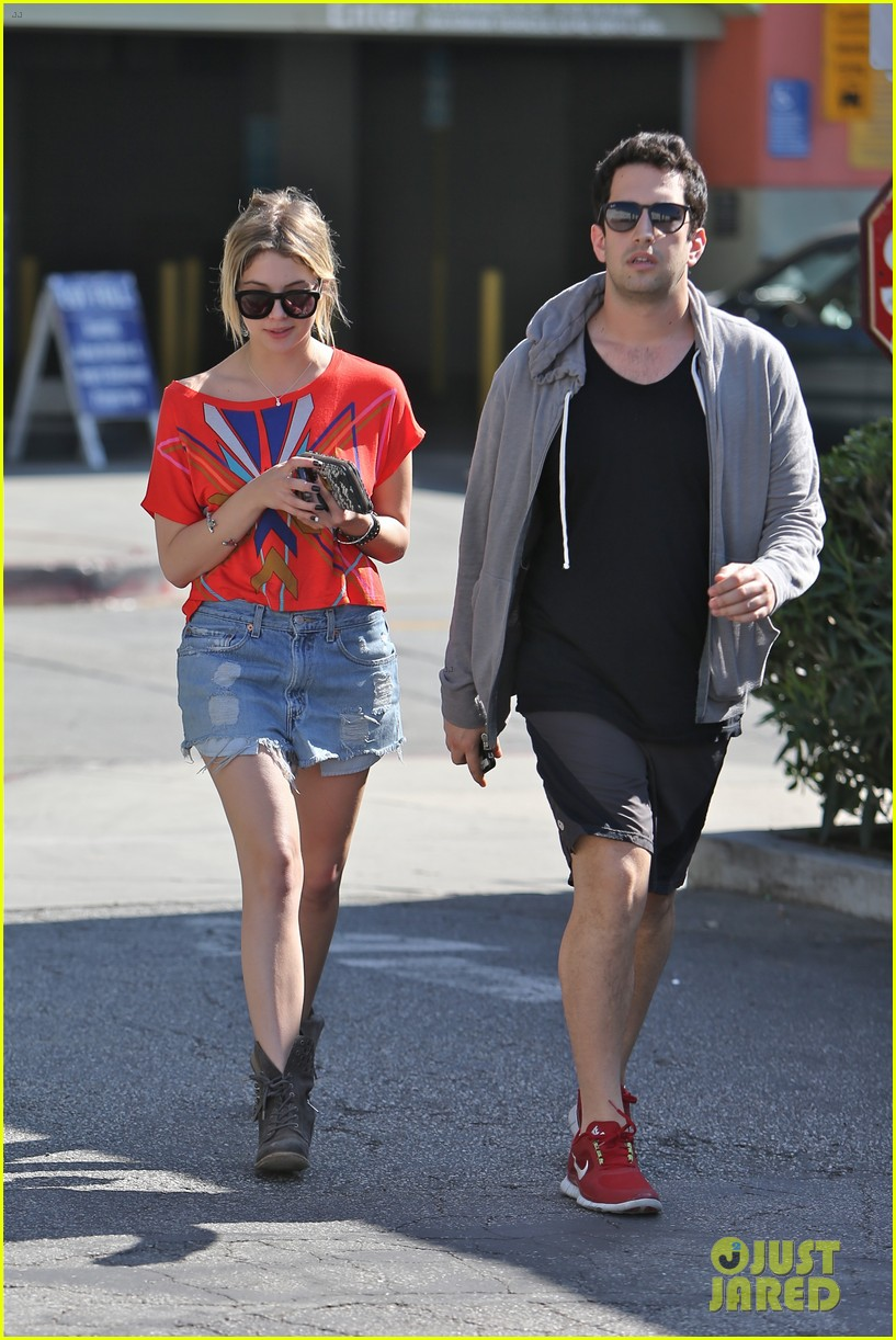 ashley benson hugos breakfast stop 03