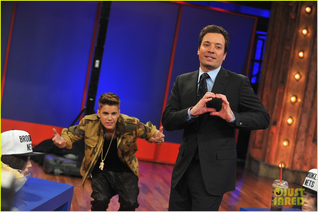 justin bieber late night appearance abs 12