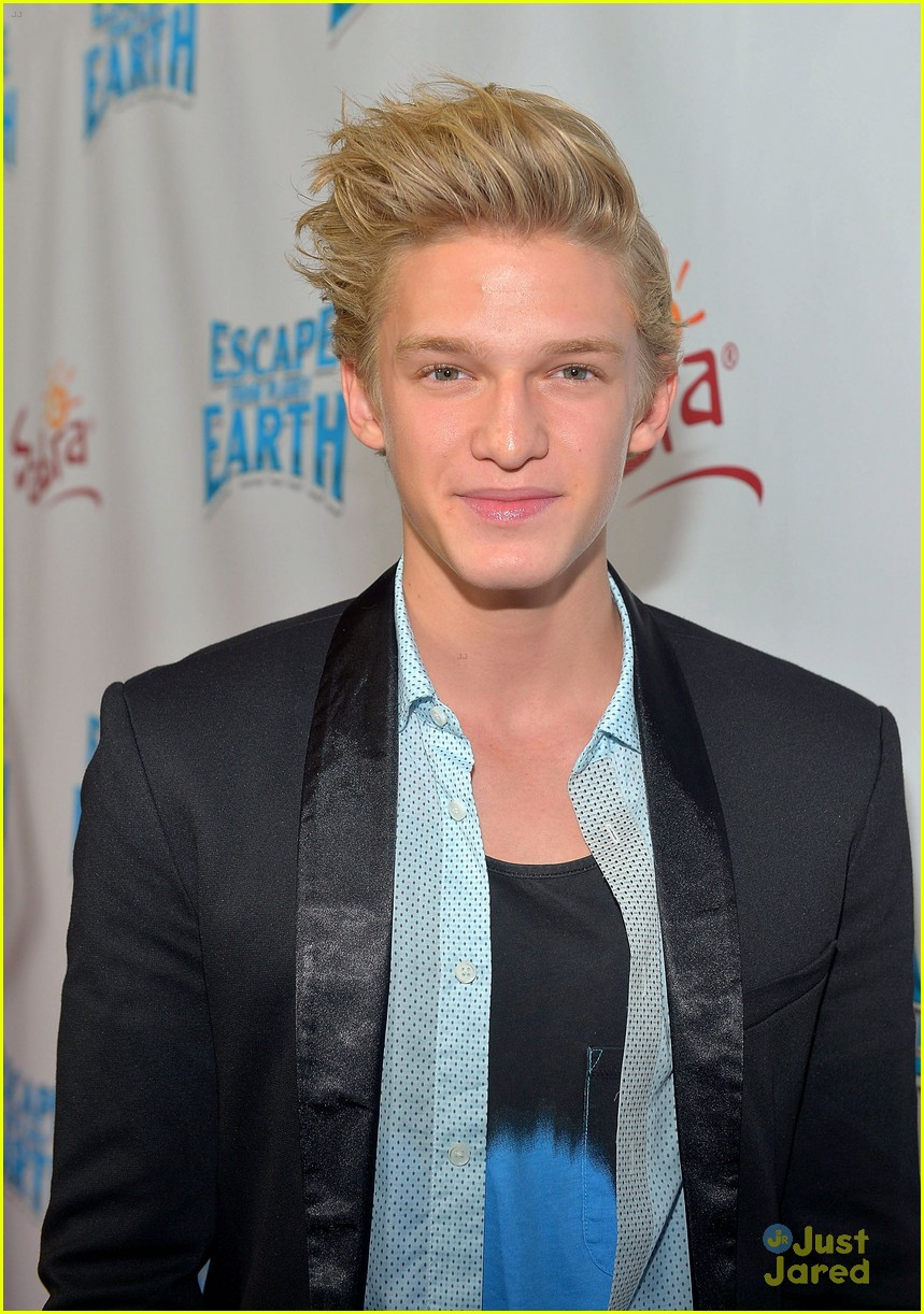cody simpson escape earth premiere 02