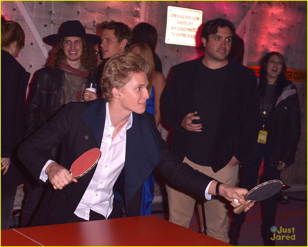 cody simpson friends family pregrammy 02