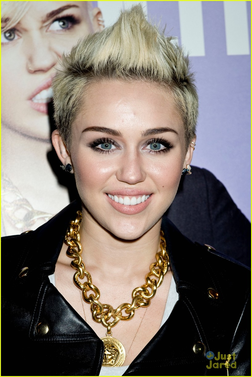 miley cyrus cosmo cover celebration 03