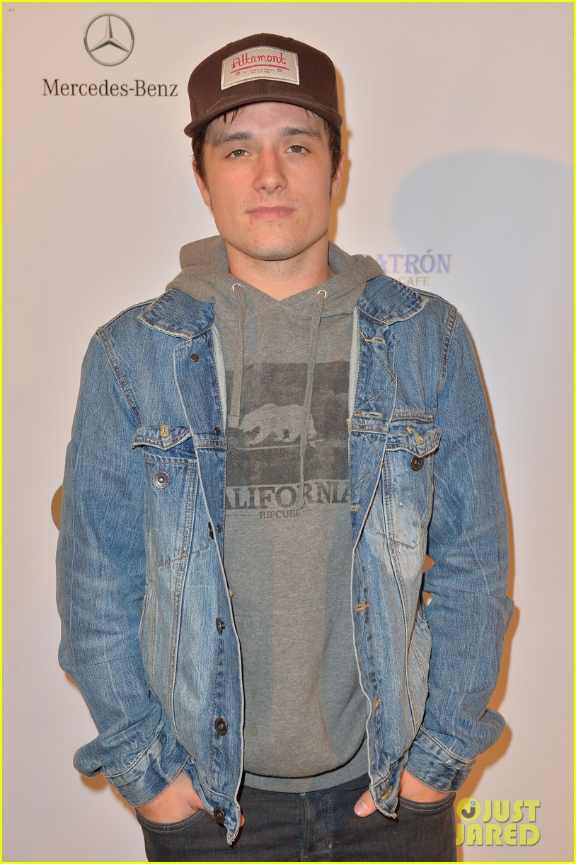 josh hutcherson superbowl party 03