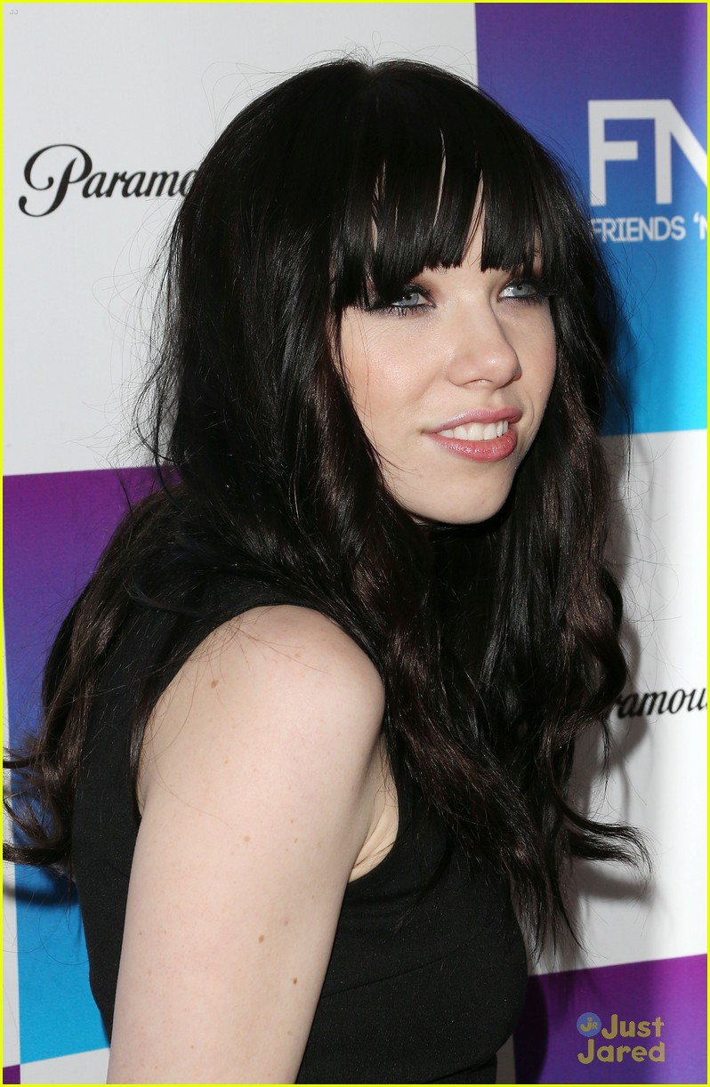 carly rae jepsen friends family pregrammy 01