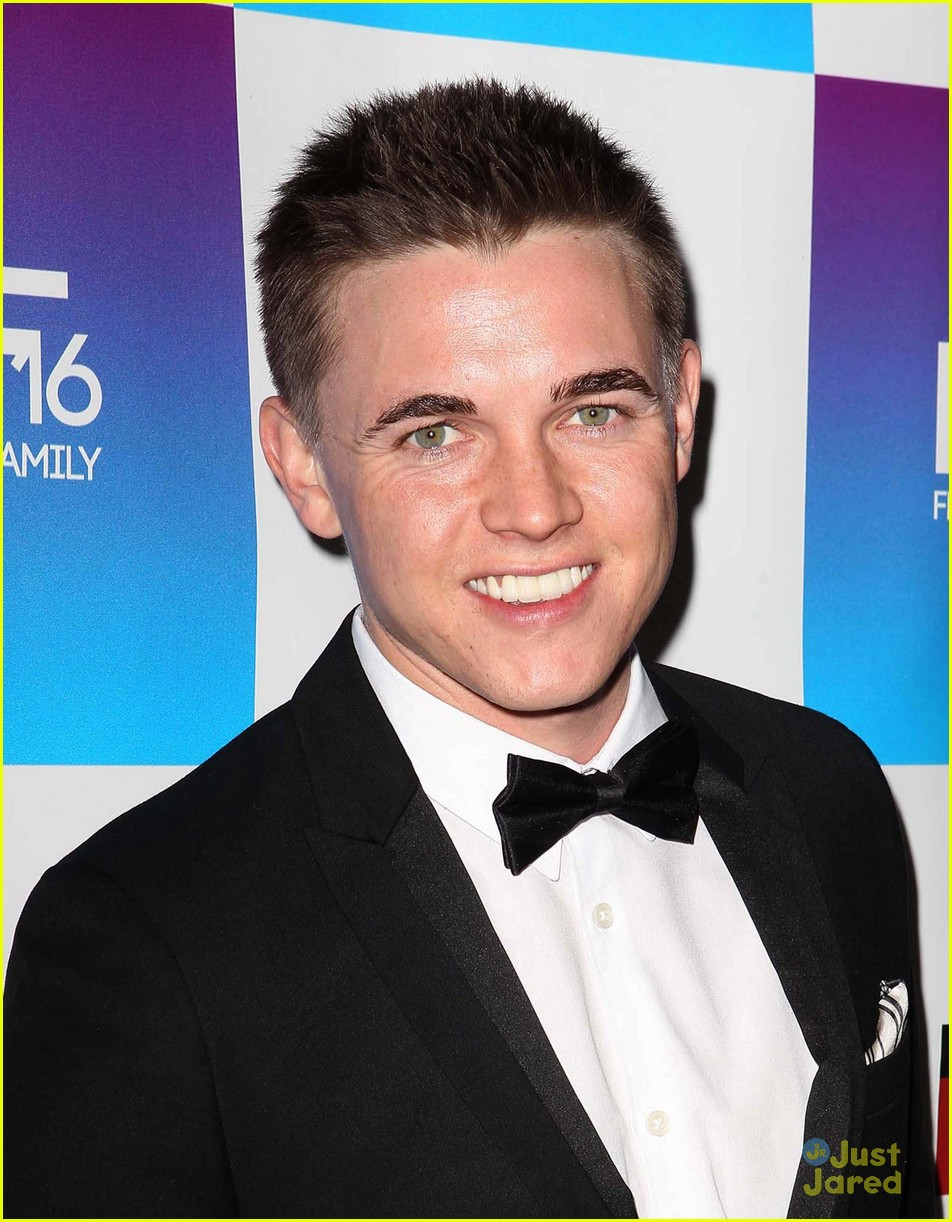 jesse mccartney lucy hale friends grammy 04