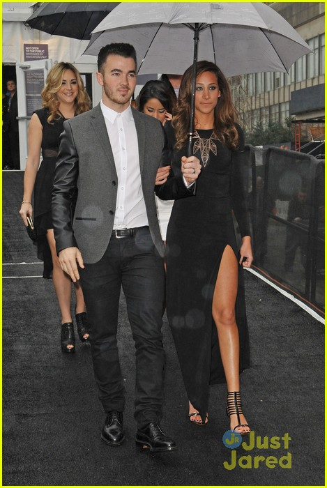 kevin danielle jonas fashion week couple 01