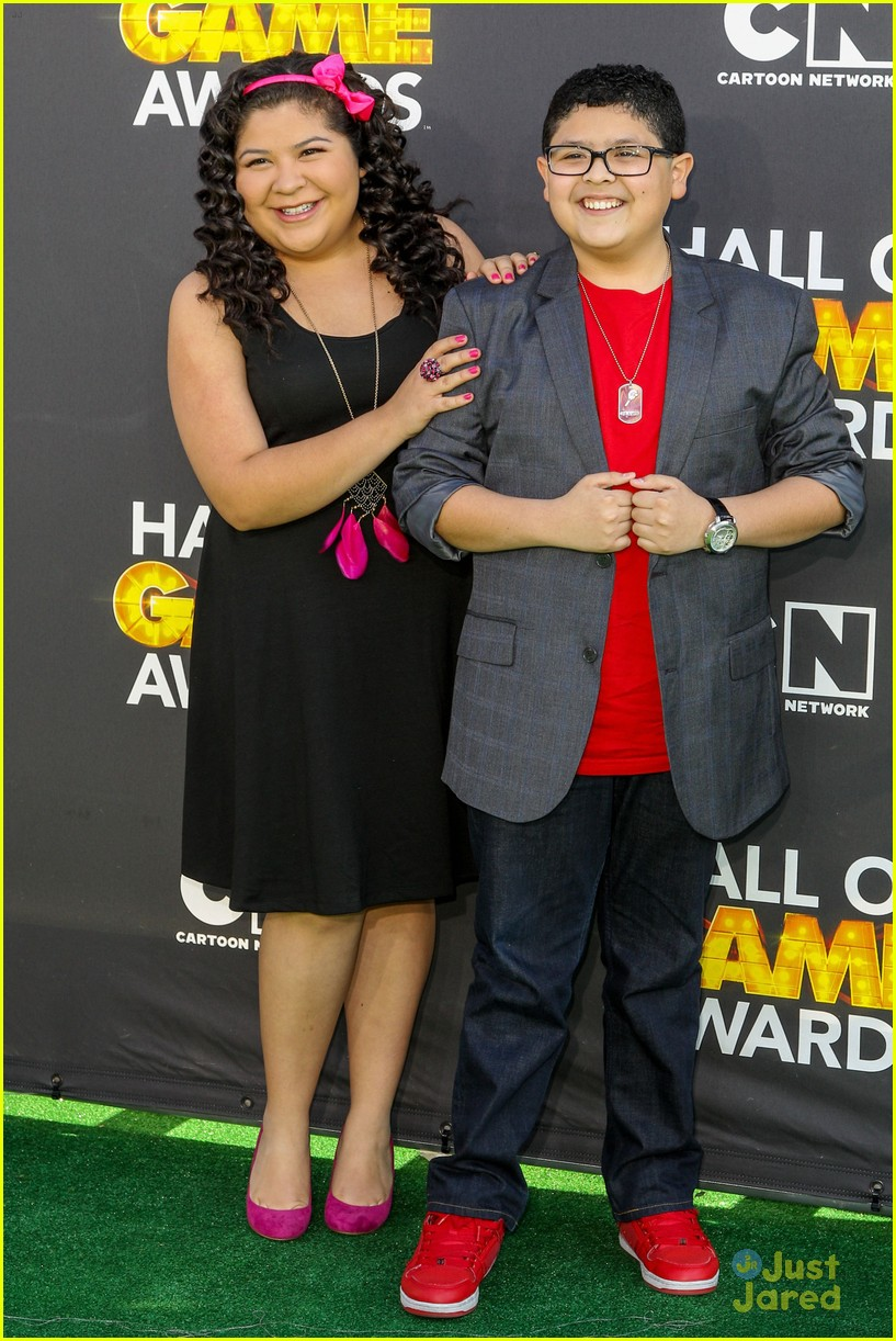 laura marano raini rico rodriguez hall game awards 04