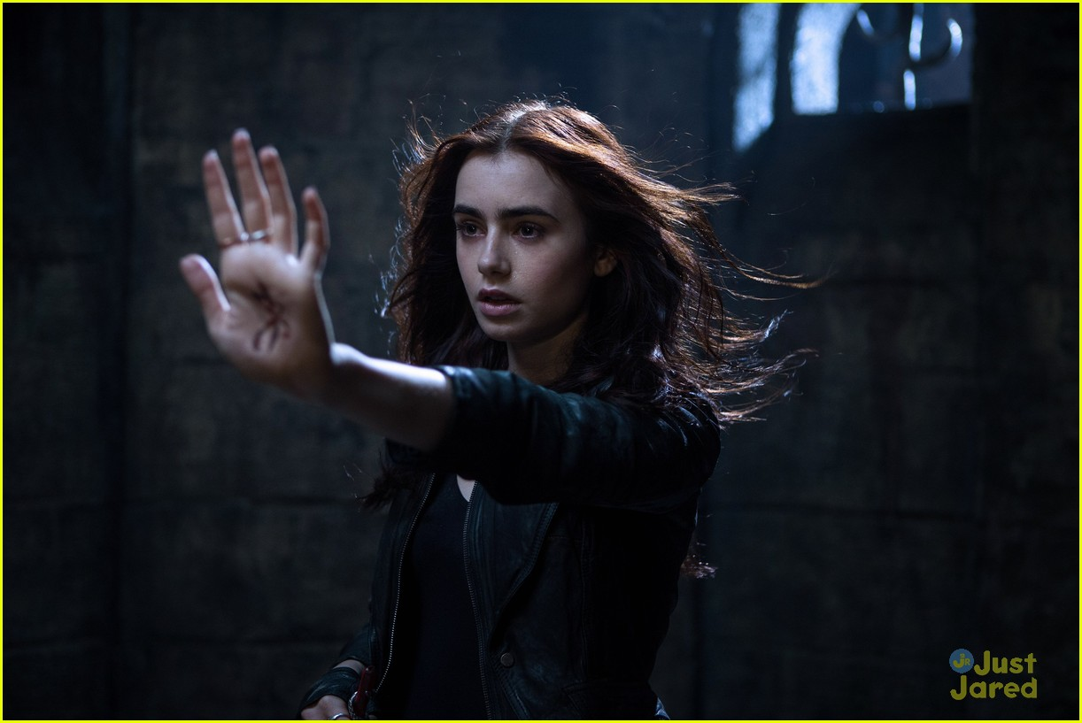 lily collins jamie campbell bower mortal instruments stills 09