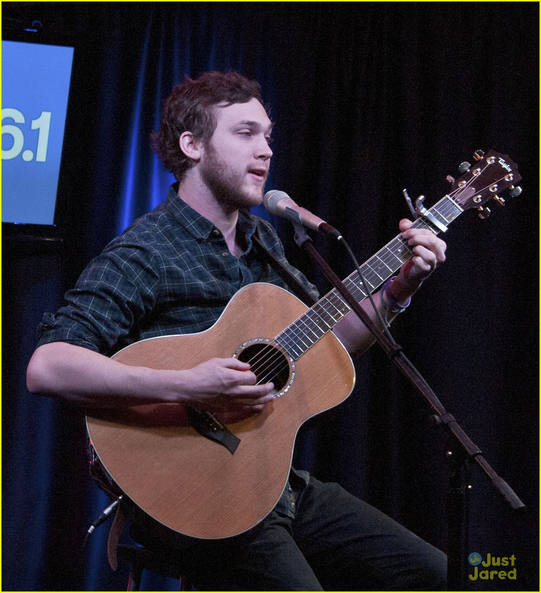 phillip phillips big fan of the walking dead 01