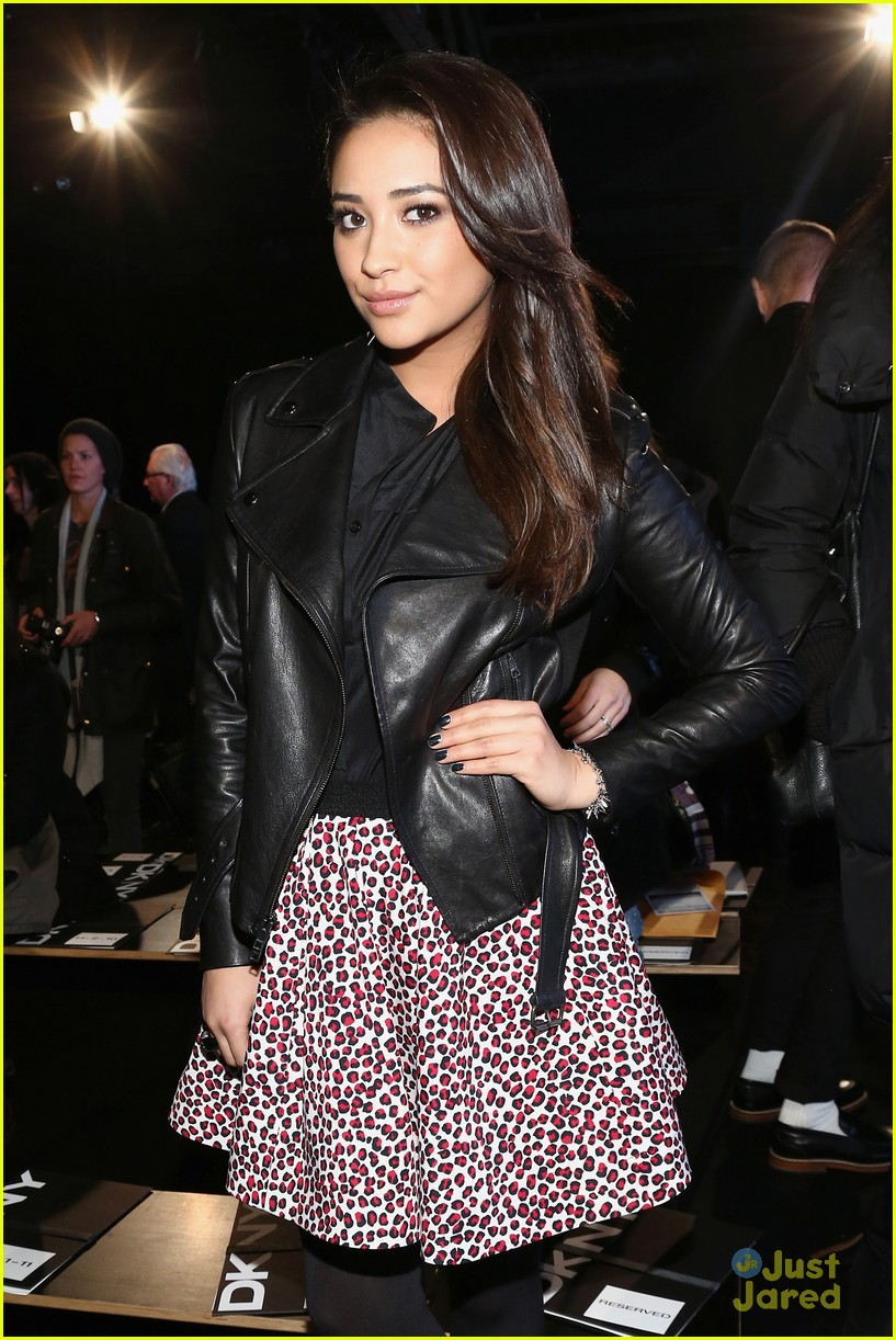 shay mitchell dkny nyfw show 12