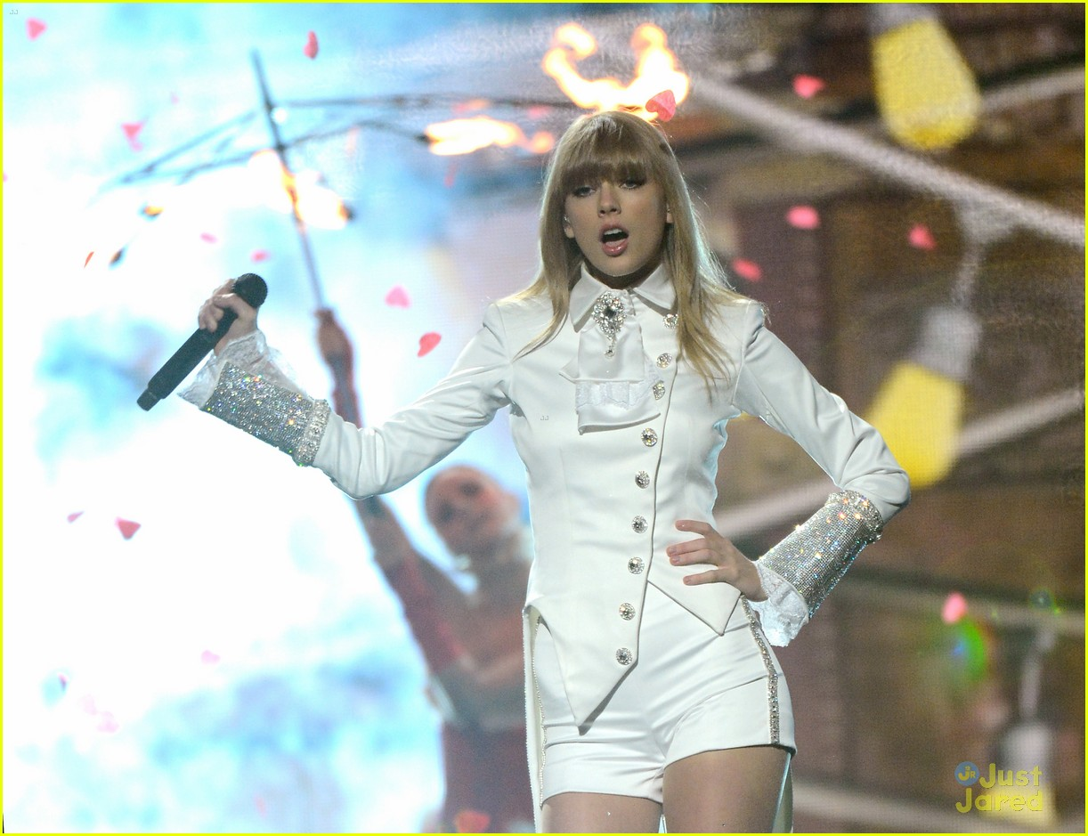 taylor swift grammys performance 09