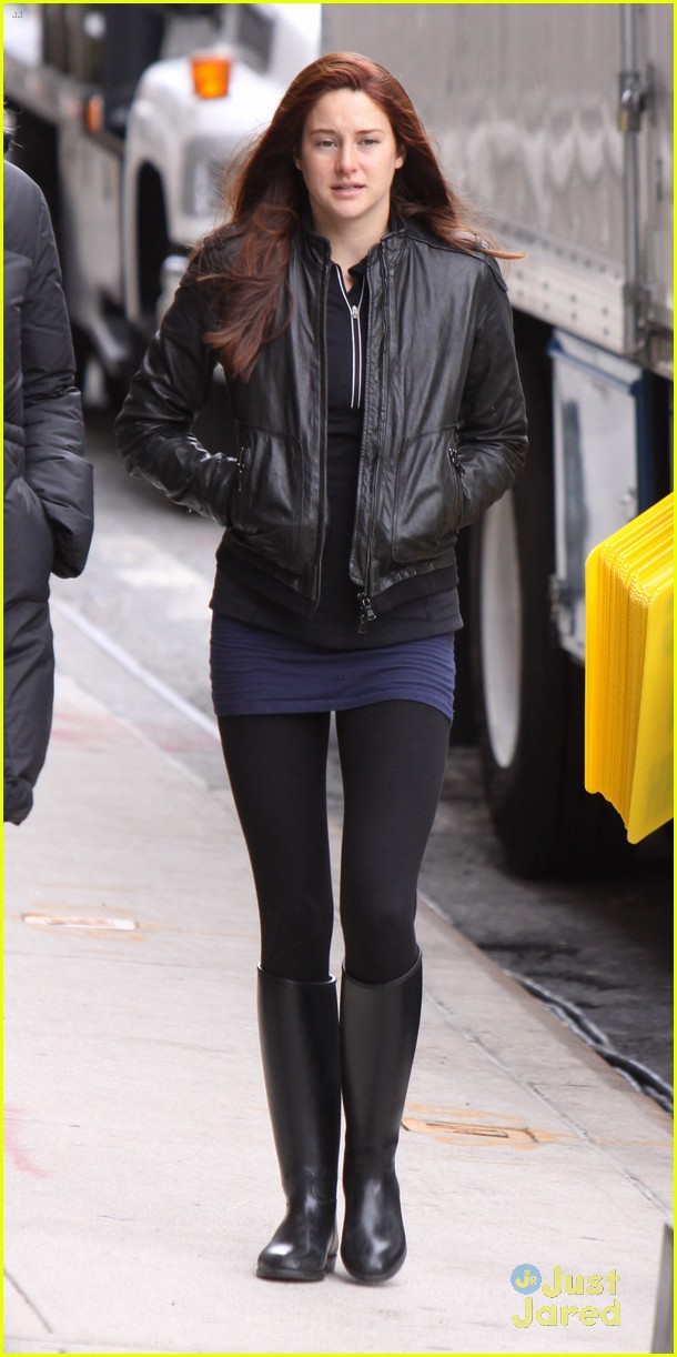 shailene woodley red hair for amazing spider man 2 filming 03
