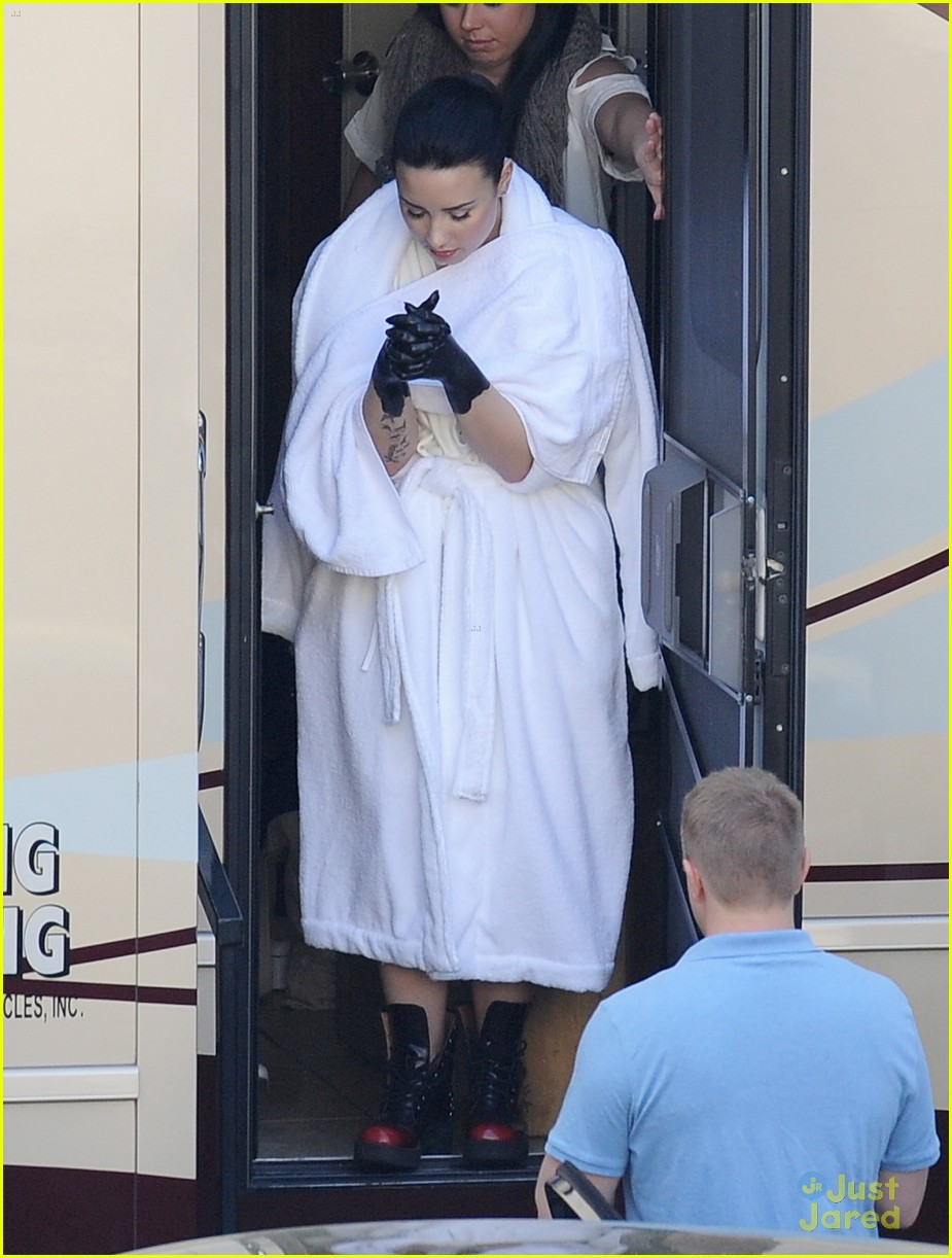 demi lovato heart attack video shoot 05
