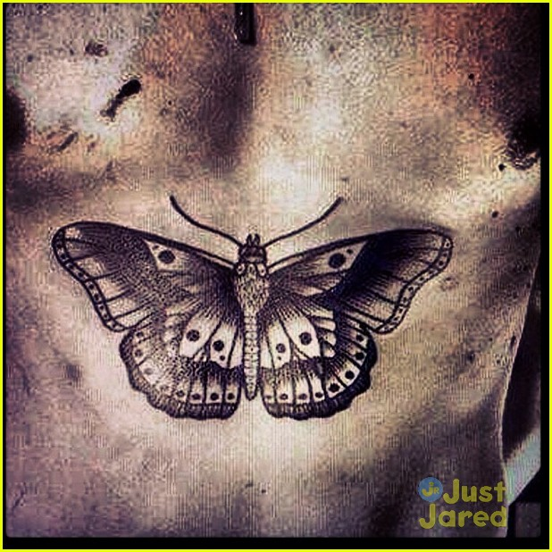 harry styles new butterfly stomach tattoo 01
