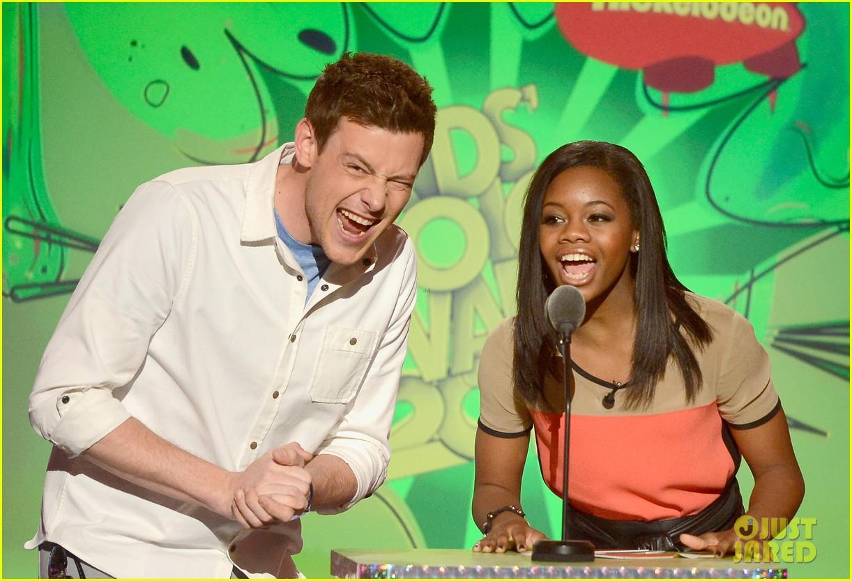 cory monteith kids choice awards presenter 05