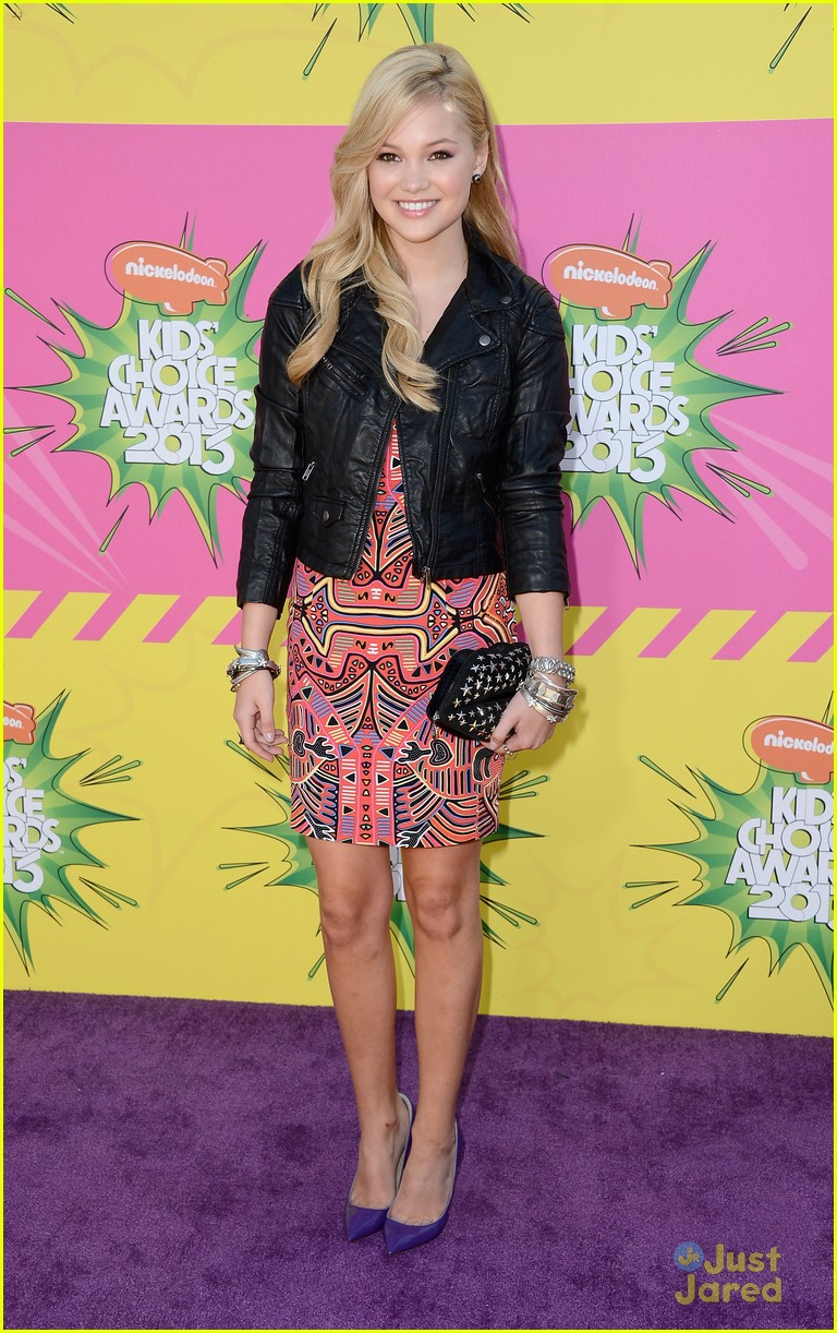 olivia holt kids choice awards 2013 red carpet 01