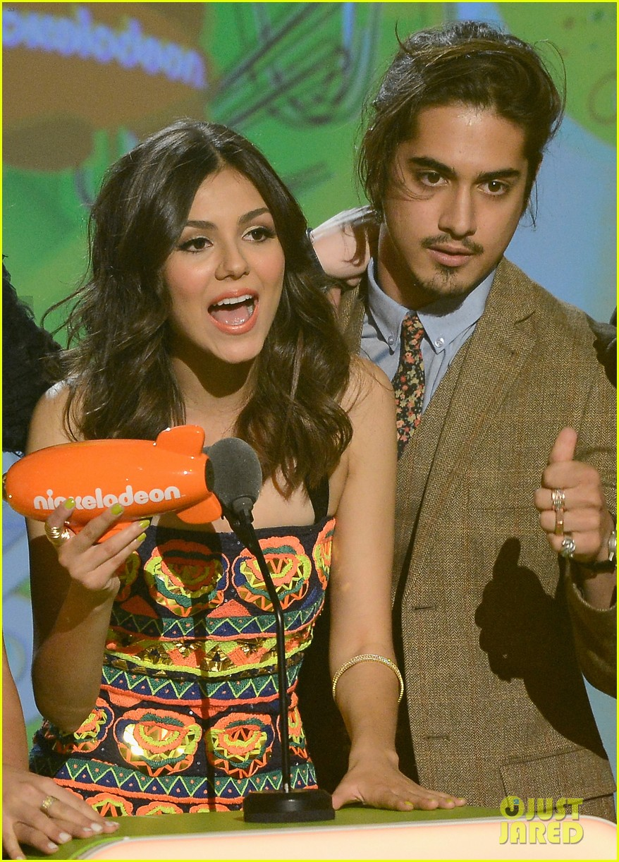 victoria justice victorious kids choice winner 02