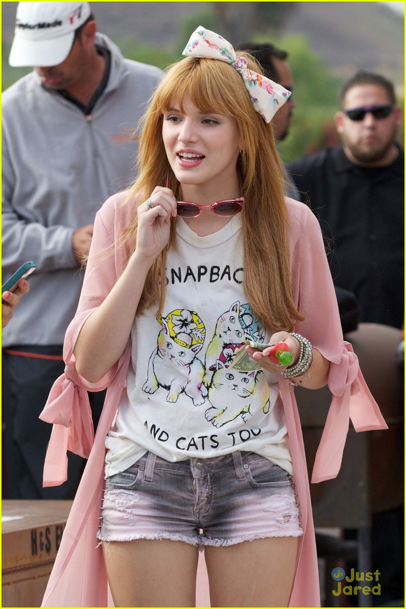 bella thorne bow baseball game 02