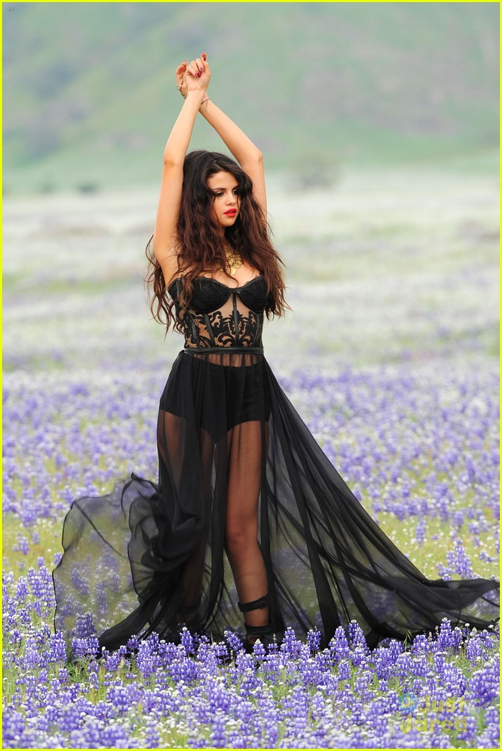 selena gomez come get it shots 10