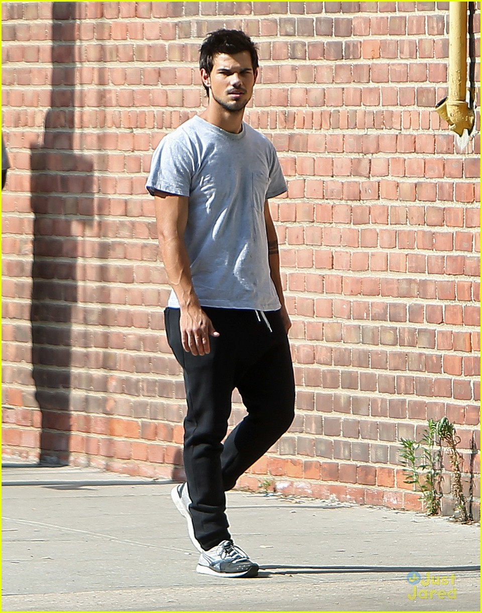 taylor lautner fake tattoos for tracers 01