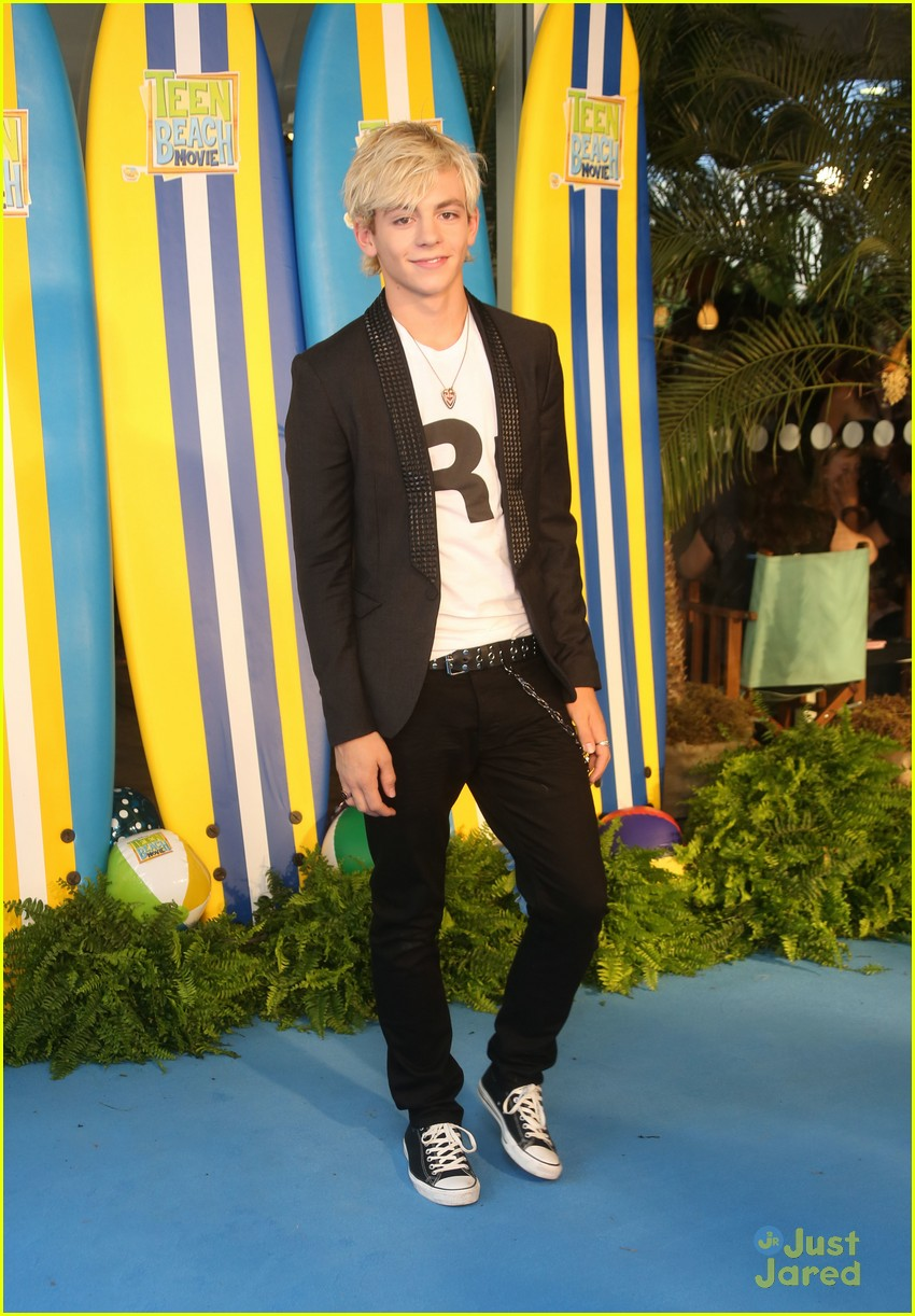 ross lynch maia mitchell teen beach movie screening 05