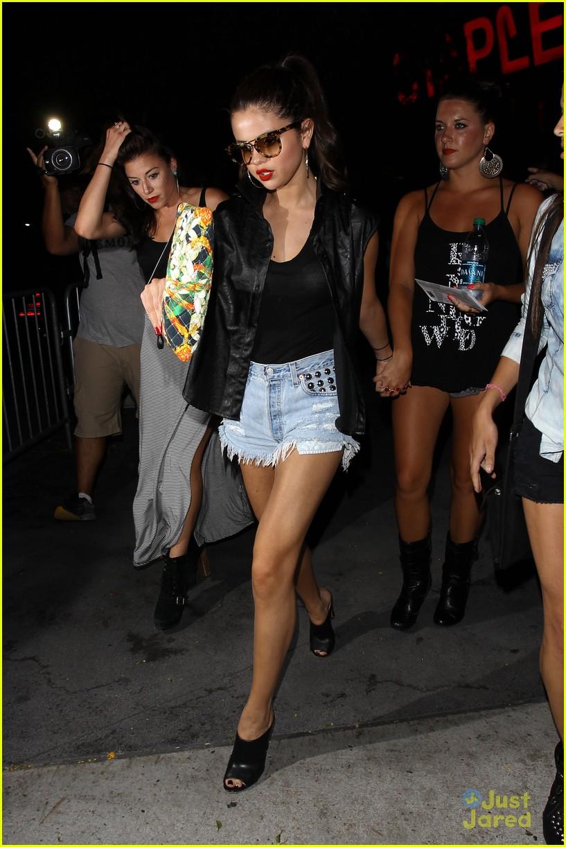 Francia Raisa And Selena Gomez Dancing Selena Gomez Francia Raisa