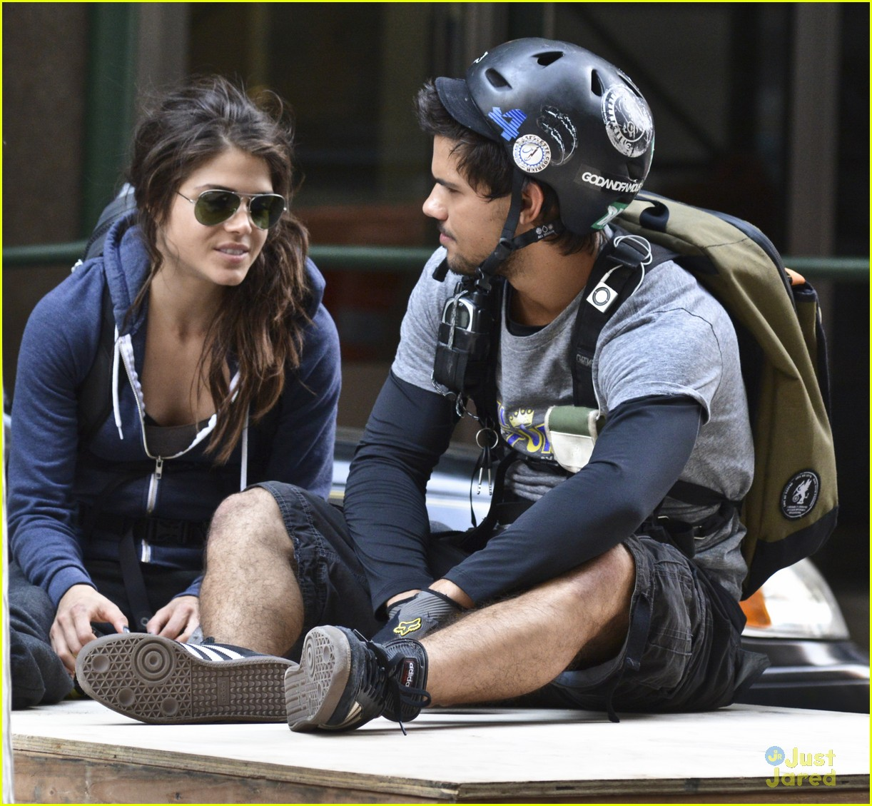 Taylor Lautner & Marie Avgeropoulos: Back on 'Tracers' Set ... Zac Efron Dating