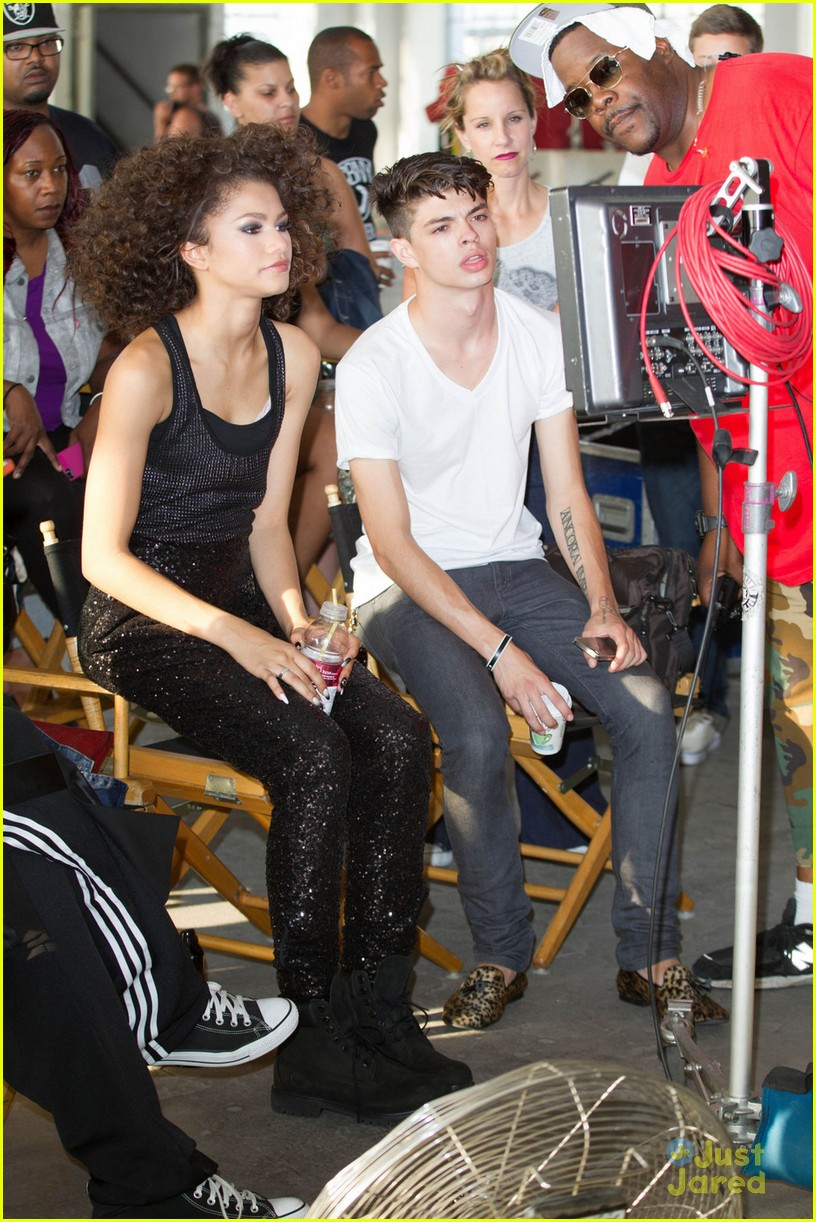 Zendaya replay music video pictures