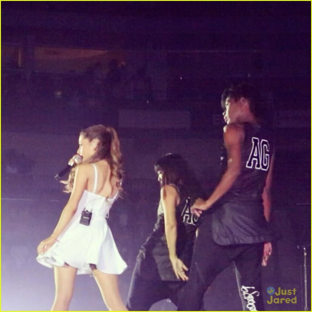 Justin Bieber Ariana Grande Tour Justin Bieber Kisses Ariana