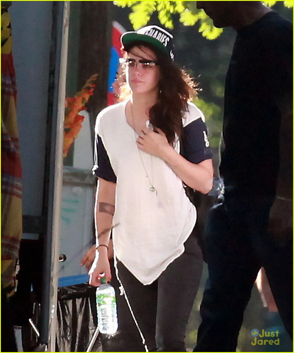 kristen stewart back to work on sils maria 02
