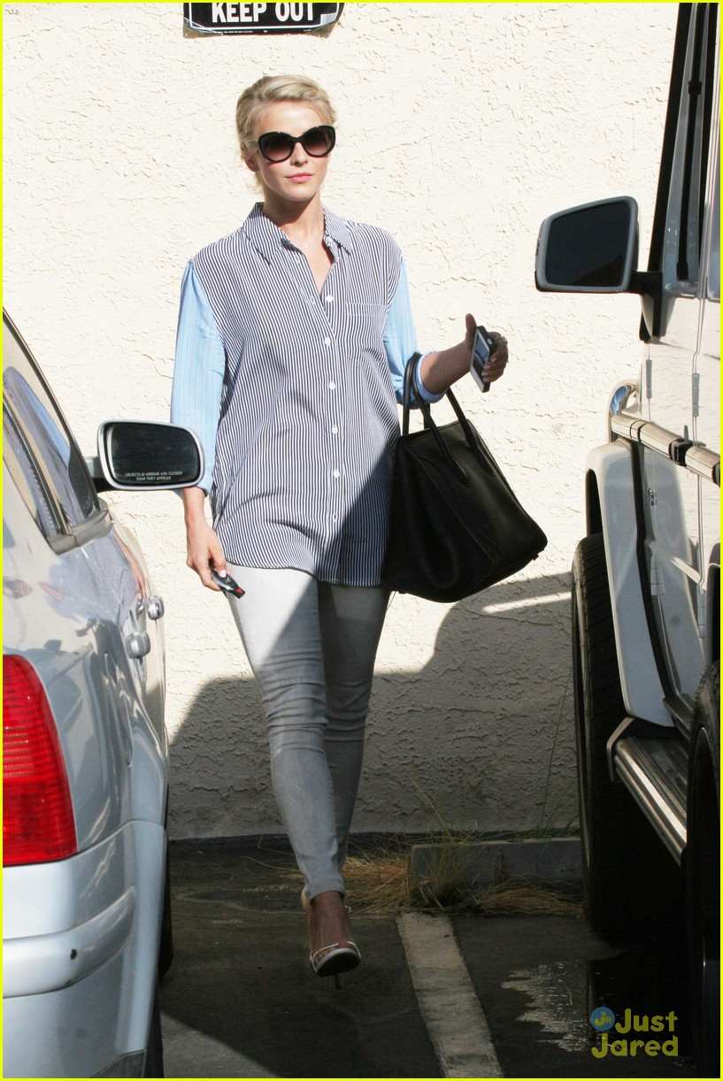 julianne hough hits the gym before dance studio stop 05