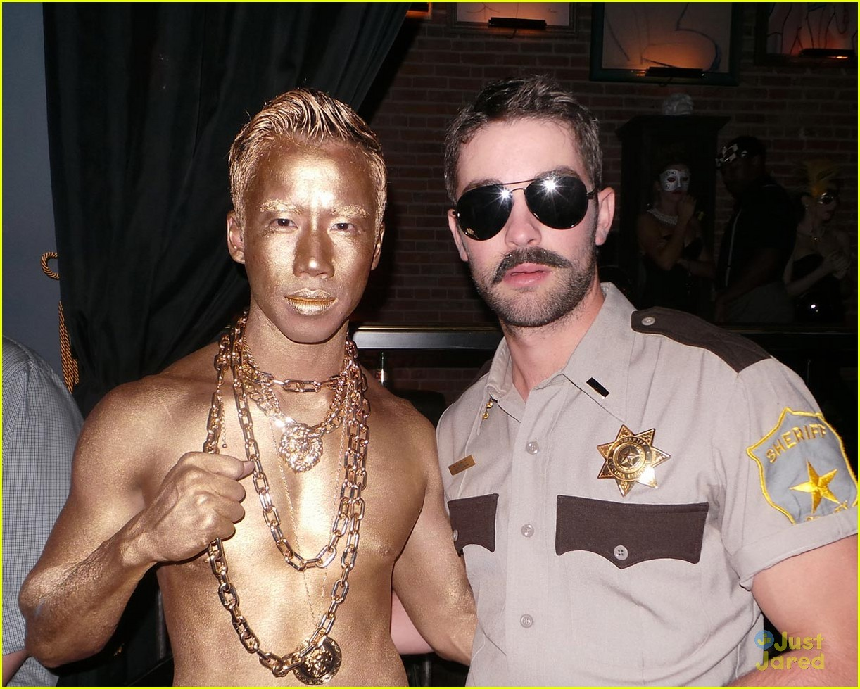 chord overstreet chris colfer matt morrisons halloween party 03