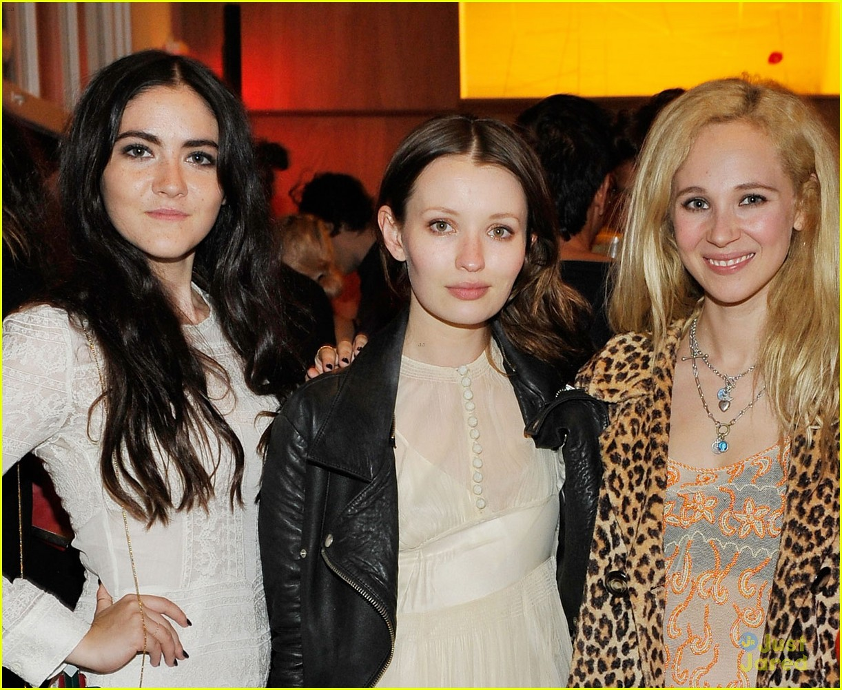 juno temple isabelle fuhrman isabel marant bbq party 02