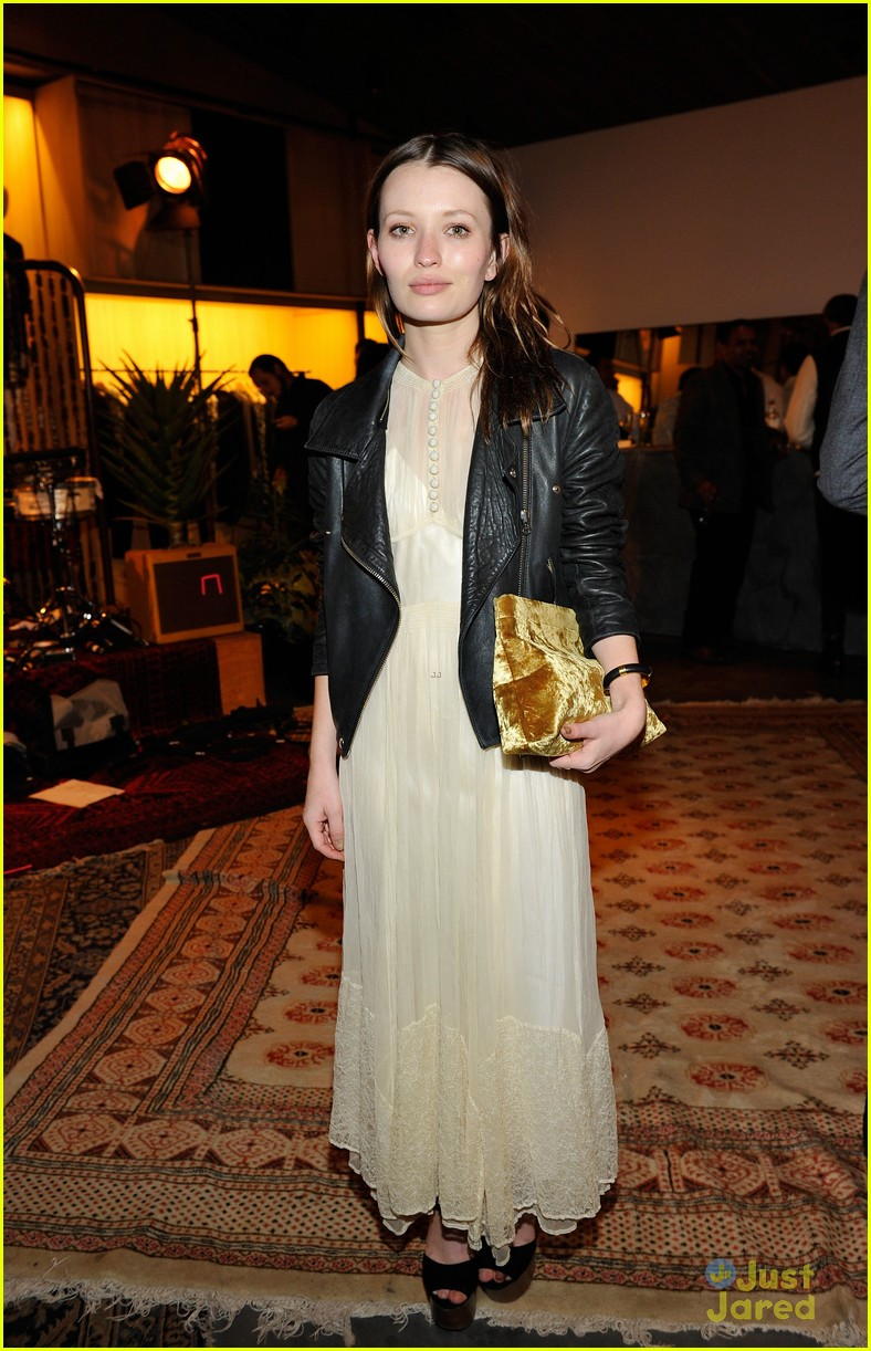 juno temple isabelle fuhrman isabel marant bbq party 05