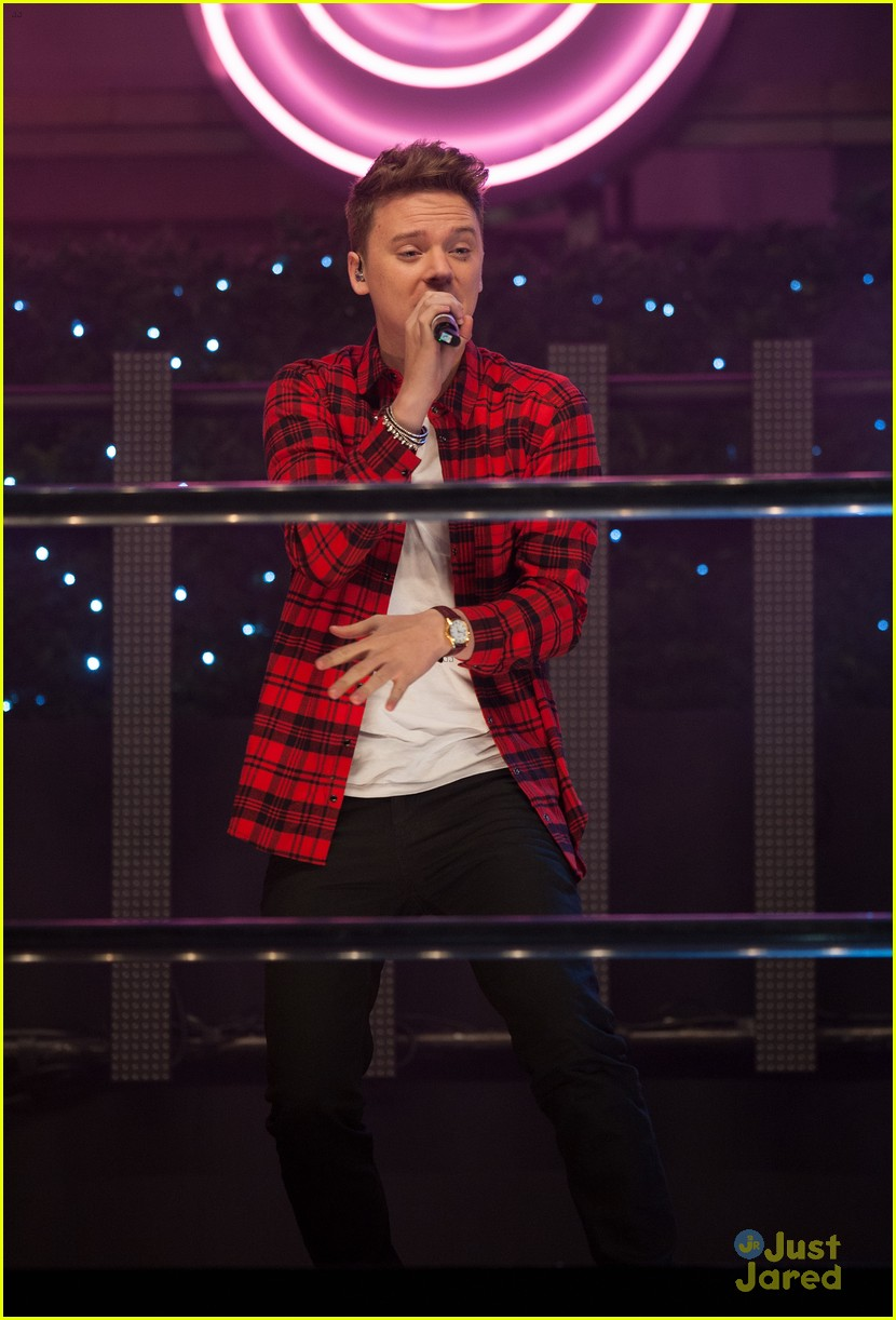 conor maynard oxford street christmas lighting 01